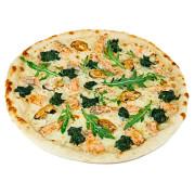 Пицца с семгой, мидиями и шпинатом